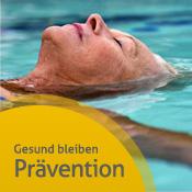 Frau liegt im Schwimmbad auf dem Rücken und lässt sich treiben - weiter zu unseren Präventionsinfos