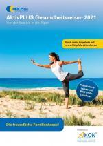 Frau macht Yogaübungen am Strand