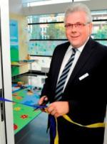 Vorstandsvorsitzender Andreas Lenz eröffnet das Generationenzimmer
