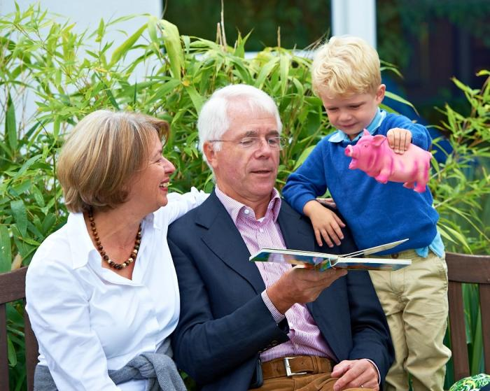 Rentner mit Enkel