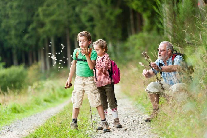 Alt und Jung beim Wandern