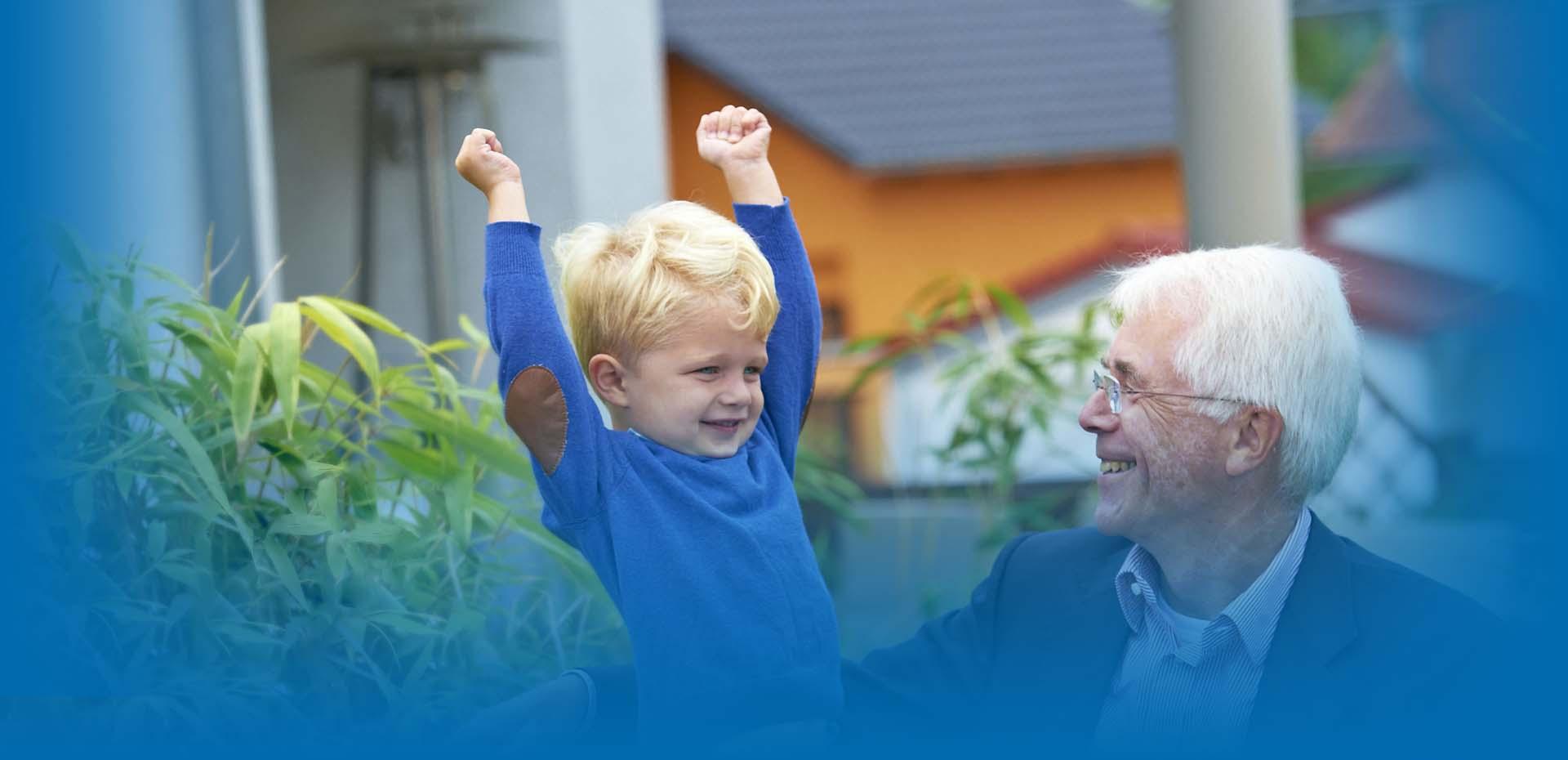 Junge und Großvater